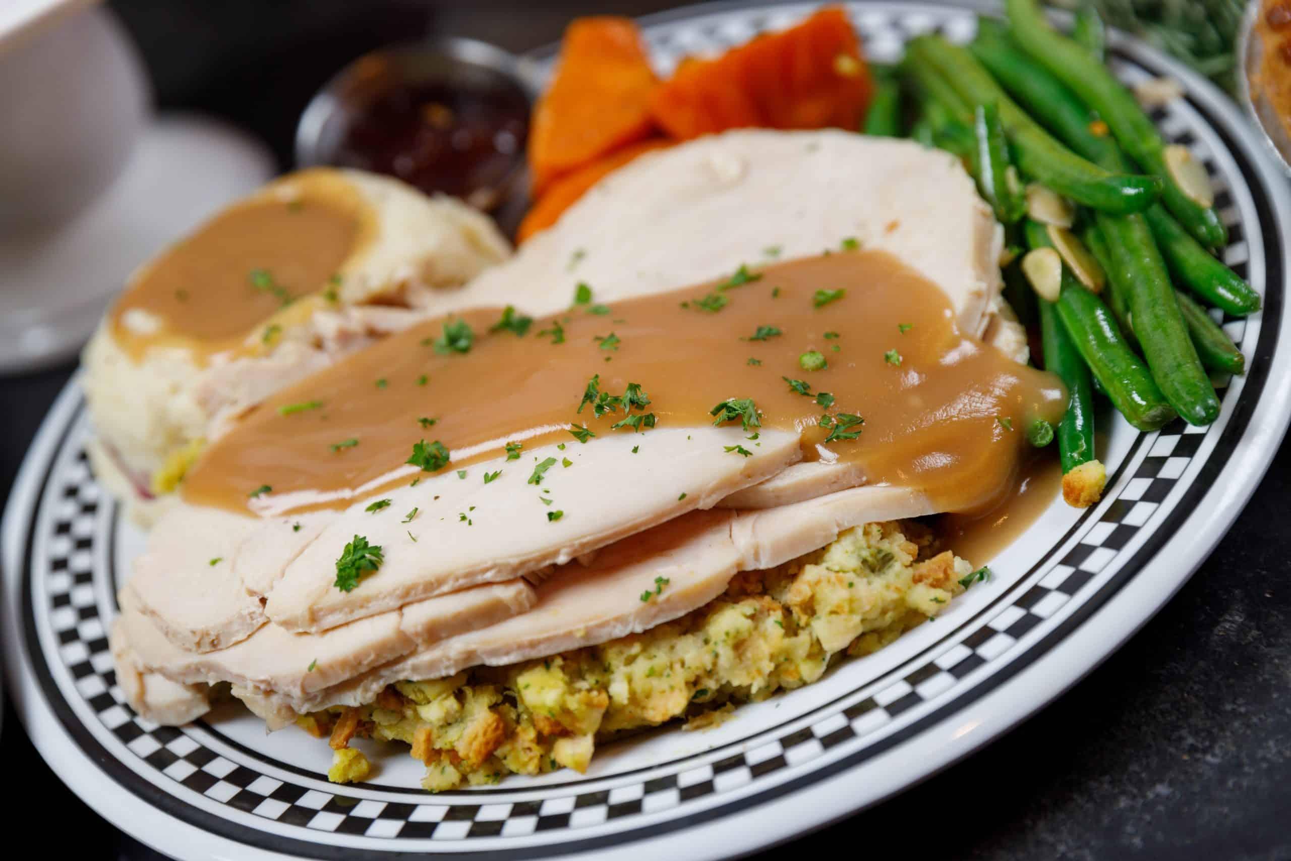 lucky-dill-deli-thanksgiving-dessert